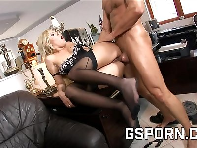 The sexy secretary Donna Bell fucked hard in her nut