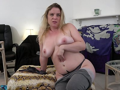 Insecure stepmom wants stepson's shaft