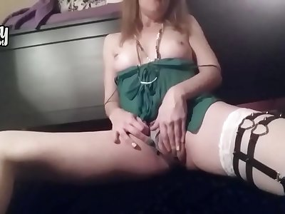 Lusty Mummy is fucking her beaver with faux-cock on camera on the floor