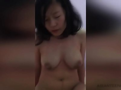 (AMATEUR) Beautiful Chinese wifey cheerfully rails a dick in her room