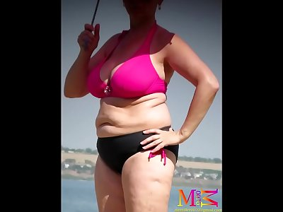Real Big Tits Woman in Swimsuit (Beach Candid Samples)