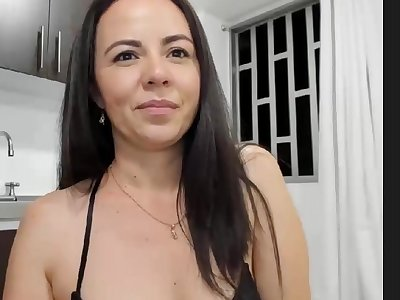 hot mummy webcam Chick in the Kitchen from CamSex69.TV