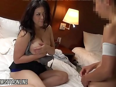 Japanese BBW masseuse butt cheeks and lovemaking with skinny client