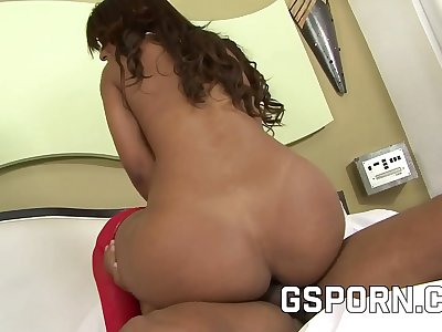 Assfuck hook-up for the arse of the brazilian Paola Loupan