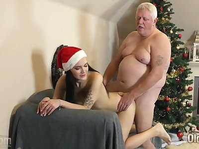 Youthful fuckslut gets down and deepthroats jism from old man in her sweet taut cunt
