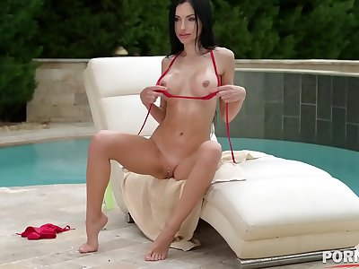 Sizzlingly sexy Russian stunner Saha Rose crams her crevices with a big black cock