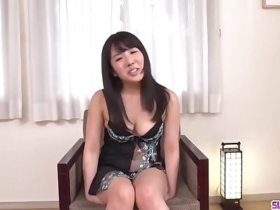 Yusa Minami faced with sucking and fucking during castign